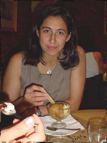 Erica en Puerto Madero luego de abstinencia de helado en el exterior