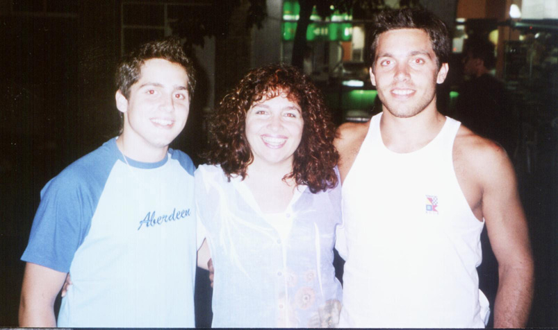 Patricia Pari con sus hijos