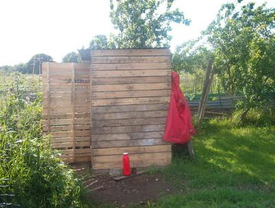 Reciclar es vivir mejor: Casa de herramientas organica de Magda y Miguel
